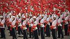Mit Militärparaden und Massenaufmärschen rund um den Tiananmen-Platz begehen die Chinesen den Geburtstag ihrer Republik. Am 1. Oktober 1949 wurde die Volksrepublik China gegründet.