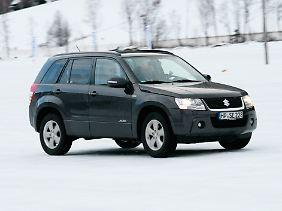 Beim Suzuki Grand Vitara ist der Allradantrieb permanent in Aktion.