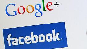 Die Logos der sozialen Netzwerke Google+ und Facebook. Foto: Julian Stratenschulte