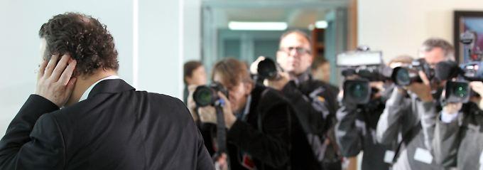 Innenminister Friedrich will die Liste der 27 Abgeordneten prüfen lassen.