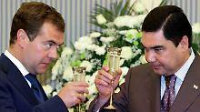 Russlands Präsident Medwedew und der turkmenische Staatschef Berdimuchamedow.