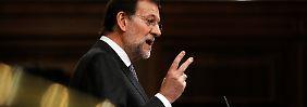 Ministerpräsident Rajoy sieht das spanische Defizit fast zwei Prozentpunkte höher als die EU-Kommission.