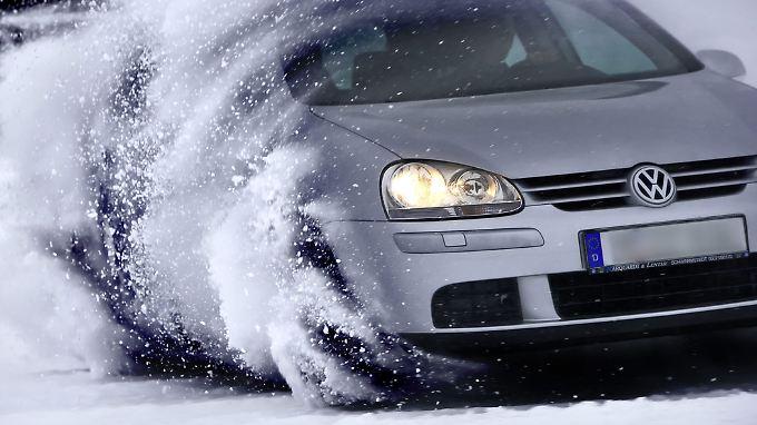 Bei Eis und Schnee sollte viel Fahrgefühl eingesetzt werden.