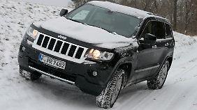 Der Allradantrieb kann auf ein spezielles Regelsystem für schneereichen Untergrund eingestellt werden.
