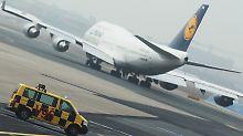 Streik am Frankfurter Flughafen eskaliert: Gericht muss entscheiden. Wirtschaft ruft Politik zu schnellem Einschreiten auf.