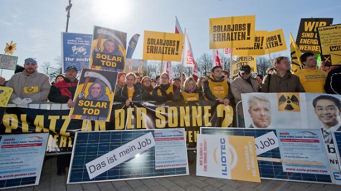 Demonstranten protestieren in Berlin gegen die Kürzungen bei der Solarförderung.