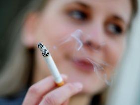 Die Tabakkonzerne behaupten, die Folgen des Rauchens seien seit Jahrzehnten bekannt.