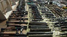 Beschlagnahmte Kleinwaffen in Syrien.