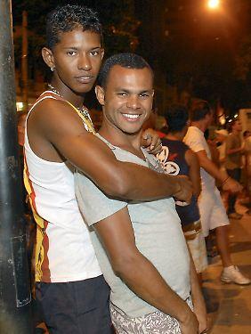 Schwule in einer Strandbar am Strand von Ipanema.