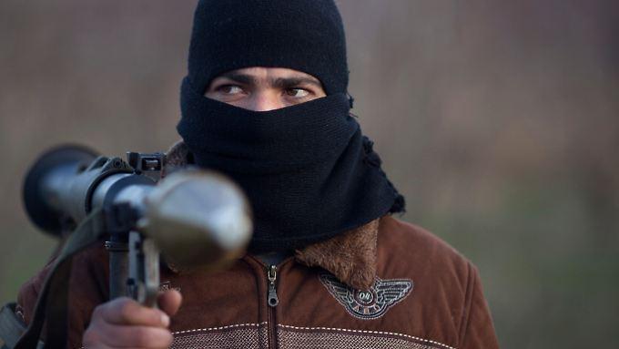 """Noch ist die """"Freie Syrische Armee"""" nur mit wenigen schlagkräftigen Waffen ausgestattet."""