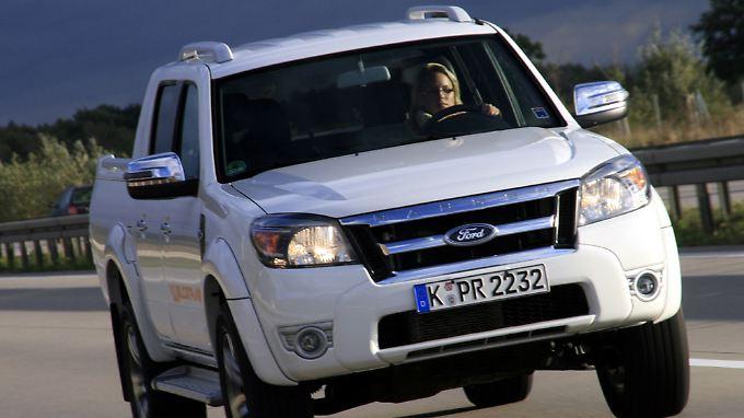 Auf der Autobahn hält der Laster auch auf der Überholspur bis 180 km/h locker mit.