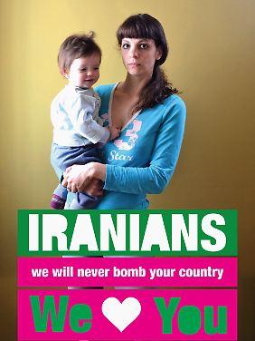 Wie Ronnie und Michal (hier mit ihrem Sohn) schicken viele Israelis Bilder von sich und ihren Kindern.