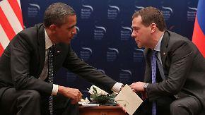 Frei von der Leber weg: Obama und Medwedew im vertraulichen Gespräch.