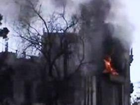 Bilder, wie dieses sollen belegen, dass der Beschuss von Rebellenhochburgen weitergeht. Das Foto soll ein beschädigtes Gebäude in Homs zeigen.