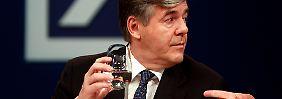 Ackermann geht, die Deutsche Bank verändert sich.