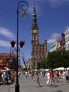 Das Rathaus überragt den Langen Markt.