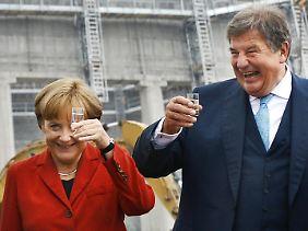Ein Bild aus glücklicheren Tagen: Großmann mit Bundeskanzlerin Angela Merkel bei der Grundsteinlegung für ein neues Steinkohlekraftwerk von RWE im Sommer 2008.