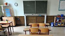 Ein leerer Klassenraum in einer Schule in Leipzig.