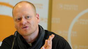 Parteichef Schlömer fordert im Streit um freiwillige Abgeordneten-Abgaben an die Parteikasse mehr Kooperationsbereitschaft.