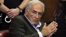 Dominique Strauss-Kahn vor knapp einem Jahr in einem New Yorker Gerichtssaal.