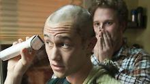 """""""Was rasierst du damit sonst so?"""" """"Meine Haare."""" """"Und wo?"""" Gordon-Levitt und Rogan als Adam und Kyle."""