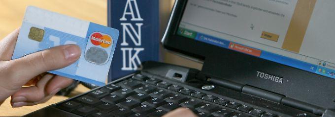 Im Internet werden massenhaft persönliche Angaben von Verbrauchern gehandelt.