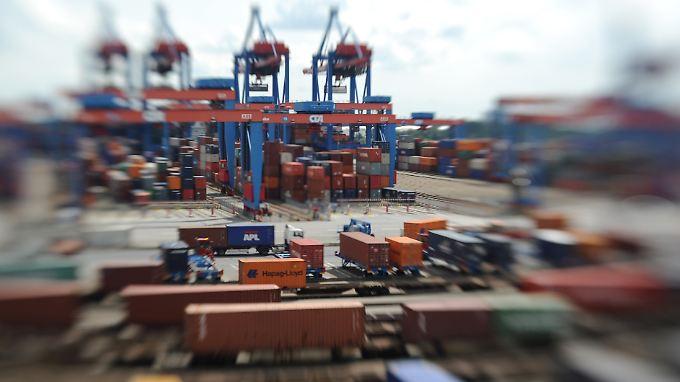 Auf dem Containerterminal Altenwerder der Hamburger Hafen und Logistik AG (HHLA).