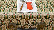 Der Gucci-Reisekoffer mit den Initialen der Schauspielerin brachte es alleine auf 5000 Euro.