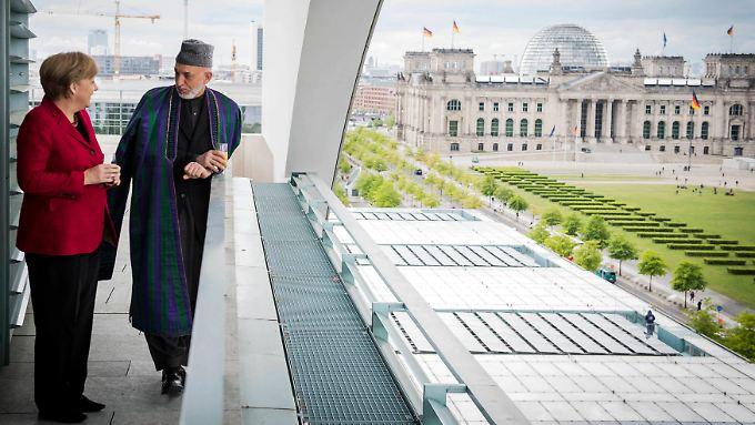 Merkel empfängt den afghanischen Präsidenten Karsai im Kanzleramt.