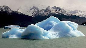Erderwärmung nichts schlimmes? Ein großer Eisblock, der vom Upsala-Gletscher abgebrochen ist, schwimmt in Patagonien im Süden Argentiniens im Jahr 2007.
