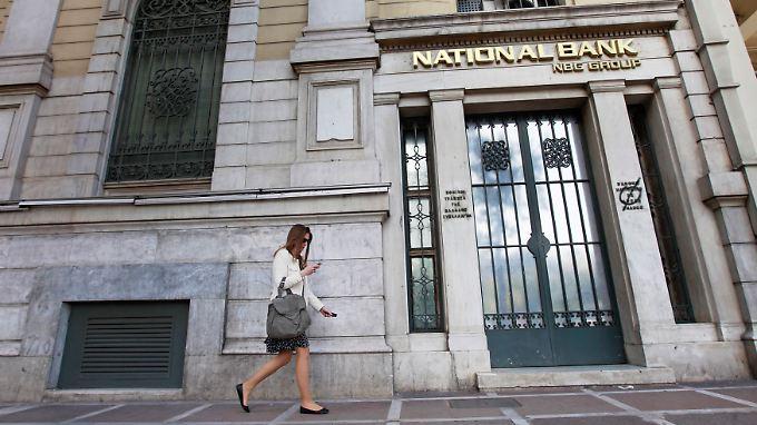Die National Bank tankt 6,9 Mrd. Euro, Alpha 1,9 Mrd. , Eurobank 4,2 Mrd. und die Piraeus Bank fünf Mrd. Euro.