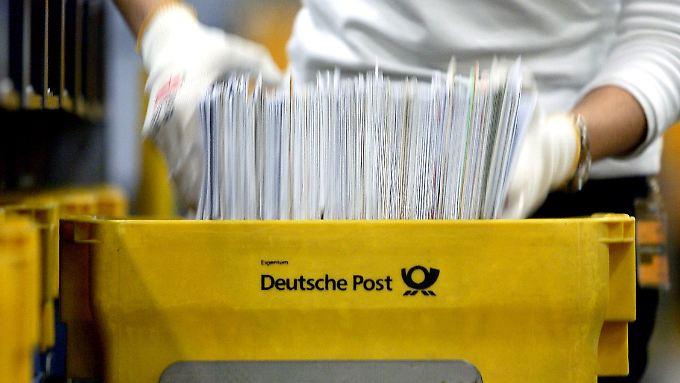 Mehr als 70 Millionen Briefe stellt die Post nach eigenen Angaben täglich in Deutschland zu.
