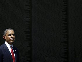 Obama am Montag an der Vietnam Veterans Memorial Wall.