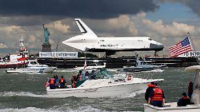 Space Shuttle in New York angekommen: Enterprise schippert über Hudson River