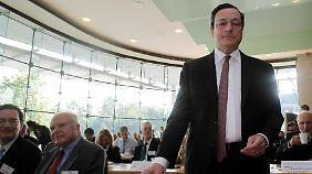 Griechenland lässt Börse zittern: Draghi hält mehr Geld bereit