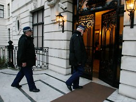 Die britische Polizei untersucht ein Wohnung in London, wo der Nigerianer von 2005 bis 2008 gelebt hatte.