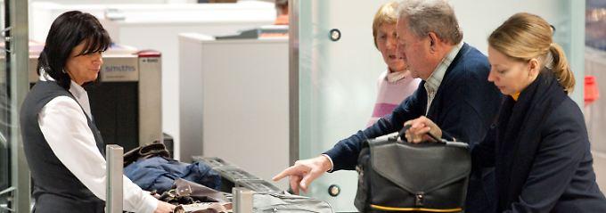 In Deutschland die Sicherheitskontrollen an Flughäfen weitestgehend privatisiert.