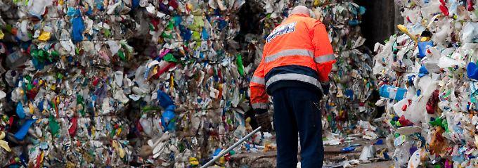 Ein Blick in eine Recyclinganlage in Berlin-Mahlsdorf.