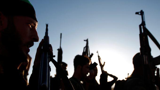 Militarisieren wollen die Franzosen den Syrienkonflikt nicht, trotzdem wollen sie die Rebellen mit Waffen unterstützen.