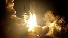 """Endlich! Die ISS-Astronauten atmen auf: Die """"Discovery"""" ist gestartet und bringt Ersatzteile für's Klo."""