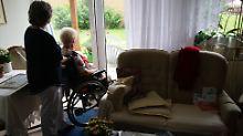 Die Menschen leben länger, aber sie werden pflegebedürftig.