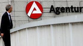"""Mit der Einführung des Existenzgründerzuschusses hat die Zahl der Gründungen sprunghaft zugenommen. Die """"Ich-AG""""-Förderung wurde 2007 durch den Gründungszuschuss abgelöst."""