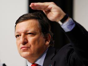 Gehälter sollen höher steigen: EU-Kommissionschef Barroso will vor Gericht ziehen.