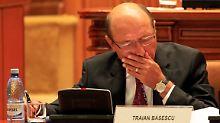 Basescu versucht, Rumänien auf Sparkurs zu bringen.