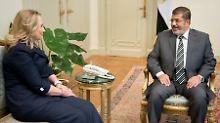Einen Handschlag gab es zwischen Clinton und Mursi nicht.