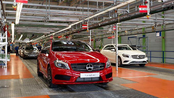 Die neue A-Klasse soll Mercedes spätestens 2020 an BMW und Audi vorbeiziehen lassen.