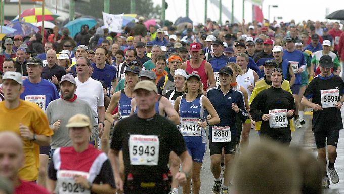 Irrationales Verhalten: Rund 50 Prozent der Läufer eines City-Marathons nehmen vor dem Start Schmerzmittel ein. Sie wollen vorbeugen.