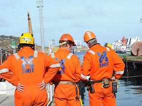 """International gefragt im Schadensfall: Smit-Experten bei der Bergung der """"Costa Concordia"""" (Archivbild)."""