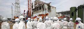 Medienvertreter besuchen Reaktor Nummer 4, der derzeit die größten Probleme bereitet.