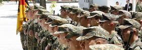 Soldaten des 8. deutschen Einsatzkontingents EUFOR im Feldlager der Bundeswehr Rajlovac in Sarajewo in Bosnien-Herzegowina (Archivbild vom 05.07.2007).